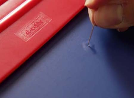 Sticka hål med nål